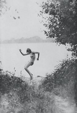 Salardenne, Roger. Bei den nackten menschen in Deutschland. Übersetzung Max Barpens. Verlang/Leipzig: Ernst Oldenburg, 1930. Photographie d'Adolf Koch.