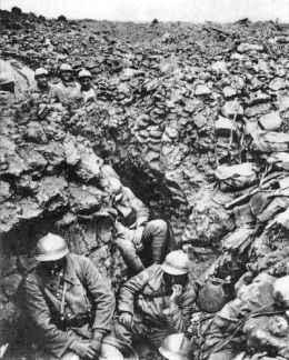 Soldats français du 87e régiment près de Verdun (France) en 1916. Photo anonyme. Source:  Wikimedia Commons.