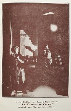 """Le rouge et le noir. Cahier spécial sur le cinéma. Henri Lamblin directeur. Paris: Editions le rouge et le noir, juillet 1928. """"Le diable au cœur"""", réalisé par Marcel L'Herbier: 104-105."""